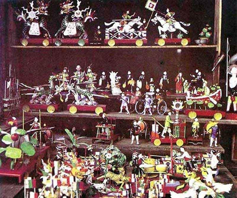 Đồ chơi Trung thu xưa gắn với truyền thống dân tộc (đầu thế kỷ 20).Đồ chơi Trung thu xưa gắn với truyền thống dân tộc (đầu thế kỷ 20).