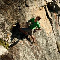 Bộ não không biết sợ của người tay không leo vách núi 760m