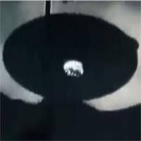 Video: UFO khổng lồ bí ẩn vụt qua bầu trời Malaysia?