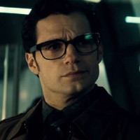 Vì sao Superman chỉ đeo mỗi cái kính vào là không ai nhận ra?