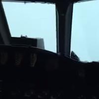 Video: Xem cảnh phi công lao thẳng vào tâm siêu bão Matthew