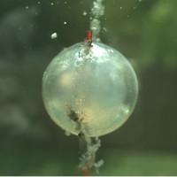 Video: Vụ nổ dưới nước tạo cầu lửa sáng chói