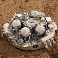 Robot đổ bộ có thể đã chết trên sao Hỏa vì mở dù sớm