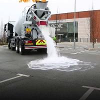 Mặt đường tự hút 4.000 lít nước ngập trong một phút