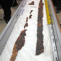 Cặp kiếm báu 1500 tuổi trong hầm mộ Nhật Bản