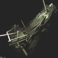 Vô tình phát hiện nghĩa địa tàu thuyền trăm tuổi dưới đáy biển