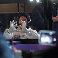 """Trang phục """"Gấu trắng"""" giúp các phi hành gia không bị lạnh cóng"""