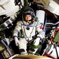 Tiếng gõ cửa ngoài phi thuyền khiến phi hành gia Trung Quốc hoang mang