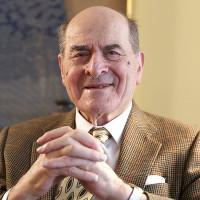 Cha đẻ thủ thuật xử trí hóc dị vật Henry Heimlich qua đời
