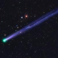 Sao chổi tạo pháo hoa rực rỡ trên bầu trời đêm Giao thừa
