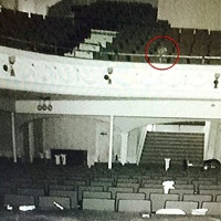 Bóng ma nữ danh ca chết tại nhà hát hiện lên rõ như ban ngày