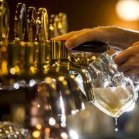 Sinh viên Mỹ nuôi tham vọng nấu bia đặc biệt trên mặt trăng