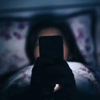 Tác hại khủng khiếp này có thể khiến bạn suy nghĩ lại về việc dùng smartphone