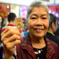 Vì sao mua vàng để cầu tài lộc ngày vía Thần Tài?