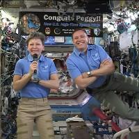 Hai nhà du hành vũ trụ Mỹ ra ngoài không gian khắc phục sự cố