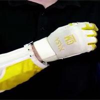 Video: Găng tay giúp phi hành gia khỏe như Người Sắt