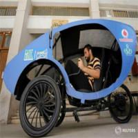 """Sinh viên chế tạo """"xe hơi"""" giúp người khuyết tật tự do di chuyển"""