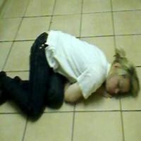 Căn bệnh lạ khiến cô gái cứ đạt cực khoái là ngủ