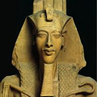 Đầu tượng thạch cao của vua Akhenaten được khai quật tại Ai Cập