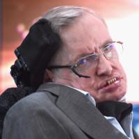 Stephen Hawking cảnh báo AI có thể thay thế hoàn toàn con người