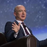 """Tỷ phú Amazon: """"Con người cần lên vũ trụ để bảo vệ Trái đất"""""""