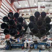 Tên lửa mạnh nhất thế giới của SpaceX khai hỏa 27 động cơ
