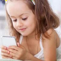 Trẻ em đang ngày càng khó cầm bút do sử dụng smartphone