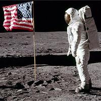 Lá cờ do Apollo 11 cắm trên Mặt Trăng hiện giờ có còn tồn tại?