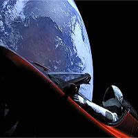 """Siêu xe điện của Elon Musk có khả năng gây """"thảm kịch"""" đâm vào Trái Đất?"""