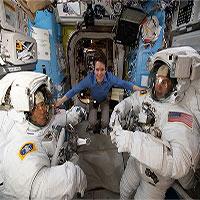 NASA trực tiếp khoảnh khắc phi hành gia bước ra ngoài vũ trụ thực hiện sứ mệnh