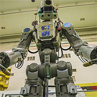 Robot đầu tiên bay vào vũ trụ của Nga trở về Trái đất