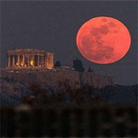 """Kỳ bí hiện tượng """"trăng máu"""" gián tiếp giết chết hàng nghìn binh sĩ Hy Lạp cổ"""