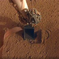 """Máy """"chuột chũi"""" của NASA chui xuống lòng đất sao Hỏa"""
