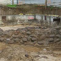 Tìm thấy hệ thống tường thành rộng 40m vùi dưới lòng đất