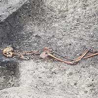 """Đường tàu cao tốc """"lao thẳng"""" vào mộ cổ kinh hoàng 2.000 năm tuổi"""