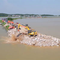 118 giờ vá hồ nước ngọt lớn nhất Trung Quốc