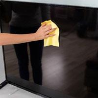 Hướng dẫn bạn cách vệ sinh màn hình tivi cực đơn giản