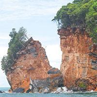 Bão Noul làm vỡ một phần hòn đảo ở Thái Lan