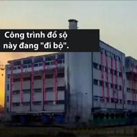 Trường học cổ nặng 7.000 tấn 'đi bộ' đến địa điểm mới