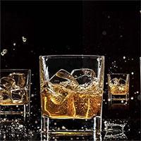 Các nhà hóa học xác nhận whisky thực sự có vị ngon hơn khi uống với một chút nước