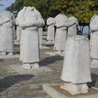 Trước lăng mộ Võ Tắc Thiên có 61 pho tượng đá đứng canh, tại sao tất cả những pho tượng này đều không có đầu?
