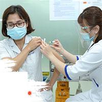Phân biệt phản ứng thường và nghiêm trọng sau khi tiêm vaccine Covid-19