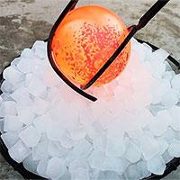 Điều gì xảy ra khi thả quả cầu nung nóng tới 1000 độ C vào đá lạnh?