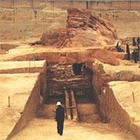 Khai quật lăng mộ trên ngọn đồi trọc cỏ khiến đội khảo cổ sợ hãi, yêu cầu người tới bảo vệ