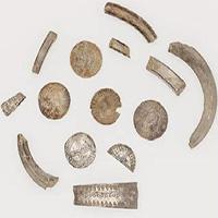 """Phát hiện """"heo đất"""" chứa kho báu của người Viking gần 1.000 năm trước"""