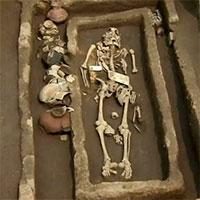 """Sốc với bộ xương của """"những người khổng lồ"""" Trung Quốc 5.000 năm tuổi"""