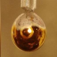 Thí nghiệm biến nước tinh khiết thành kim loại