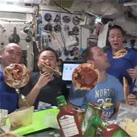 Đây là cách một bữa tiệc pizza diễn ra trên Trạm vũ trụ quốc tế cách Trái đất 400km