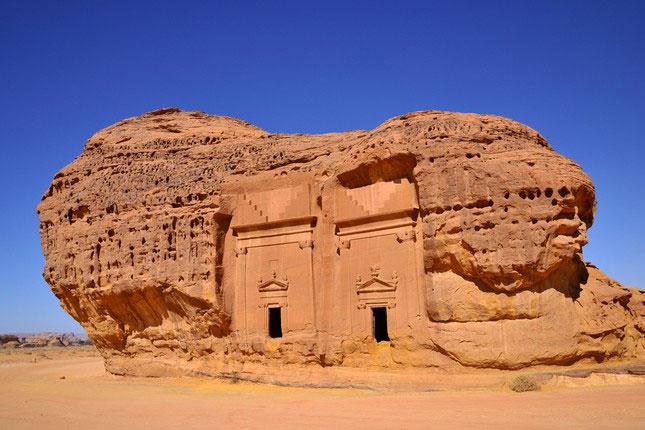 Một quần thể cổ mộ đồ sộ tại Madain Saleh