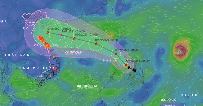 Ngoài cơn bão Conson còn có một cơn bão khác tên Chanthu đang hoạt động ở phía ngoài